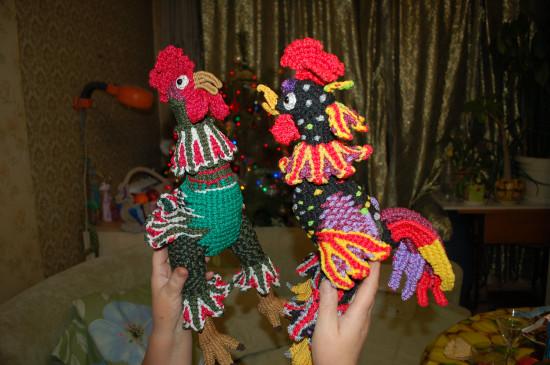 Петухи плетеные
